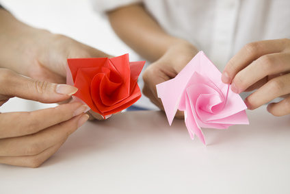 Mother and child to have a rose made with origami