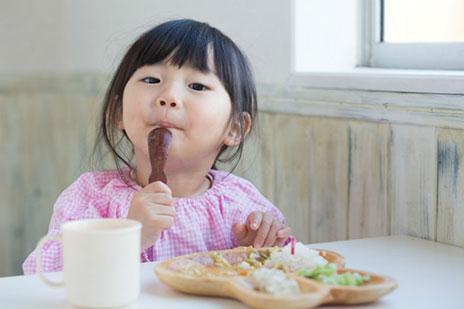 給食の牛乳は義務?オンライン子育て座談会